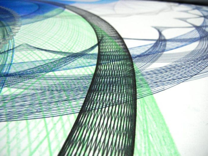 Detail of a black epitrochoid overlay on a green pencil color plot.